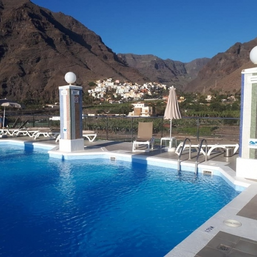La Gomera hotel pool after a hot walk