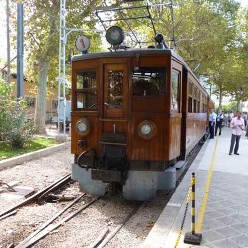 Guided walking in Majorca - Palma to Soller railway
