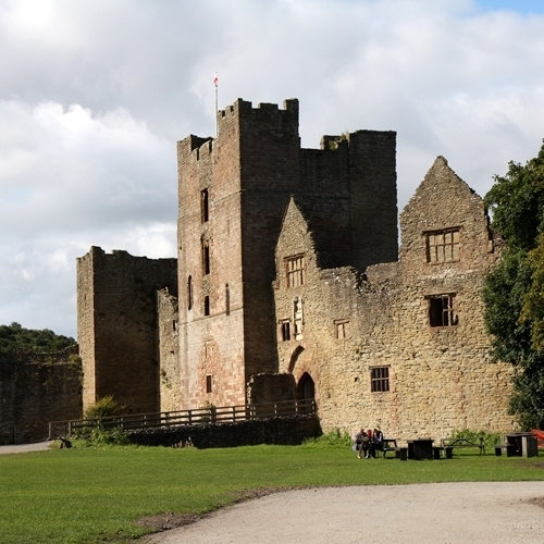 Guided walking in Shropshire Hills - Stokesay Castle